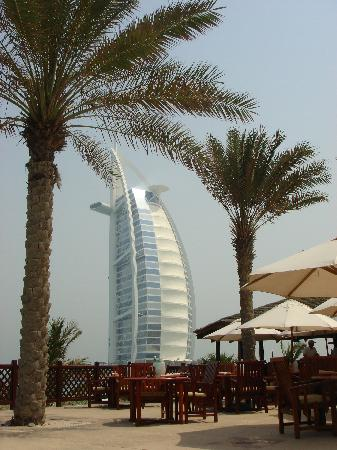 Jumeirah Mina A'Salam: The view from the pool bar and restaurant