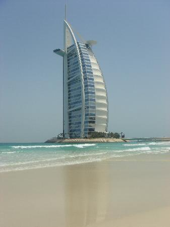 Jumeirah Mina A'Salam: Looking at the Burj from the beach