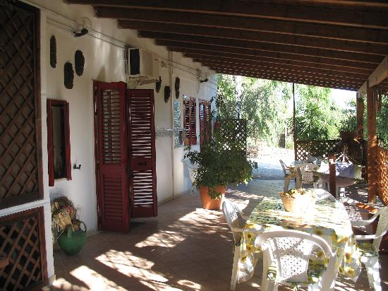 Nardo, Włochy: portico di accesso agli appartamentini