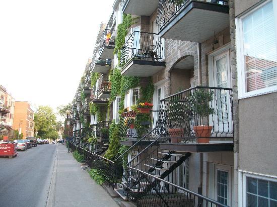 Bed & Breakfast du Village - BBV: Street in front!