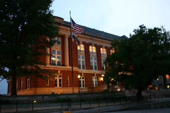 Jefferson City, MO: The Missouri Supreme Court Building is located directly across the street from the Missouri Stat