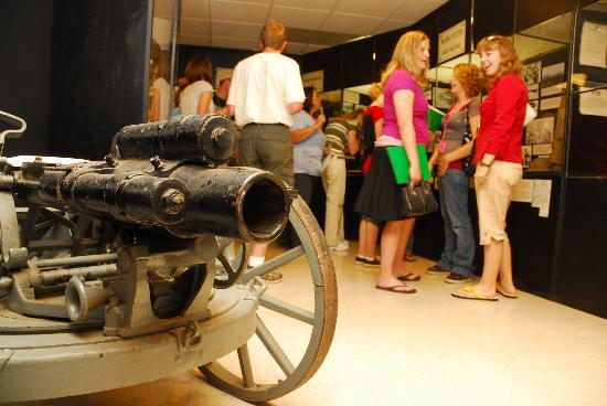 Jefferson City, Миссури: The Museum of Missouri Military History showcases a collection of artifacts relating to all mili
