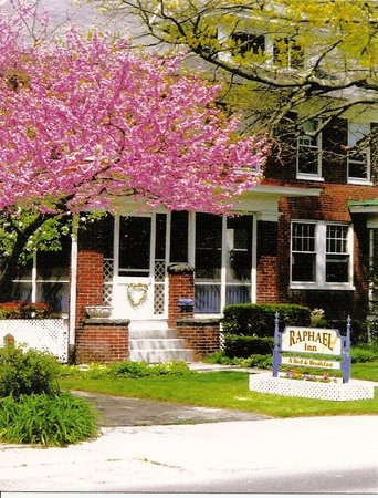 Raphael Inn  A Bed & Breakfast