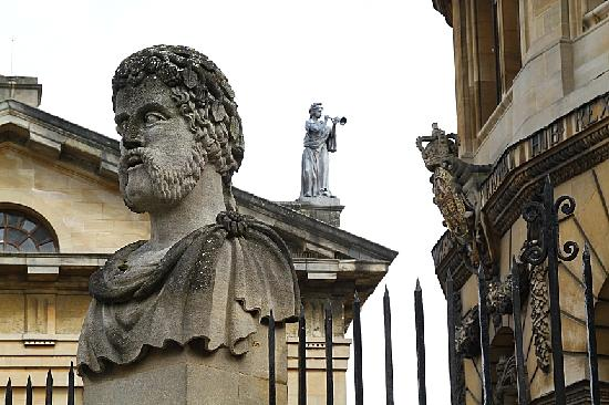 "Footprints Tours Oxford : ""The smouldering busts round the Sheldonian"" (John Betjeman)"