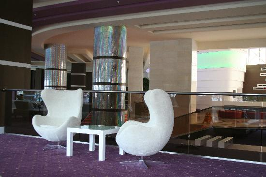 Venosa Beach Resort & Spa: comfy chairs in lounge