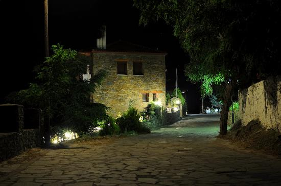 Chorostasi Guest House: Chorostasi by night