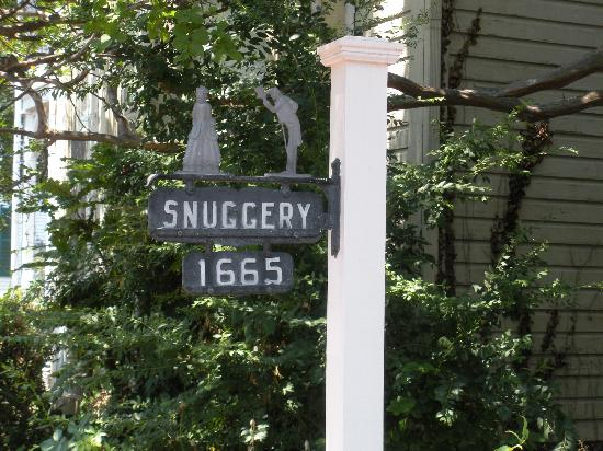 The Snuggery Bed & Breakfast: the log structure dates to 1665