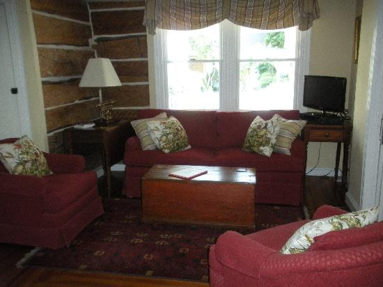 The Snuggery Bed & Breakfast: the living room