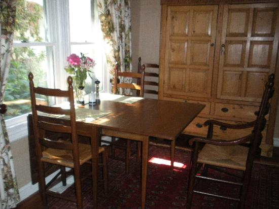 The Snuggery Bed & Breakfast: dining area