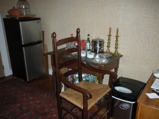 The Snuggery Bed & Breakfast: complimentary drinks
