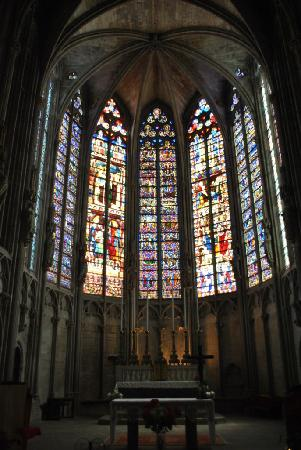 CHATEAU ET REMPARTS DE LA CITE DE CARCASSONNE: Some of the stunning stained glass inside the Cathedral