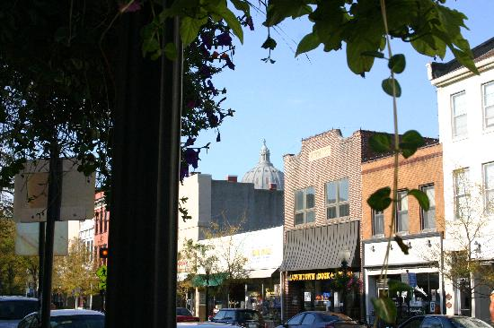 Downtown Jefferson City has shops galore, delicious restaurants and coffee shops, ice cream trea