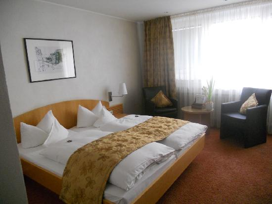 Hotel Deutscher Hof: first room