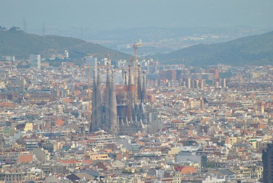 Parque de Montjuic (Parc de Montjuïc): The view looking out across Barcelona at La Sagrada Family