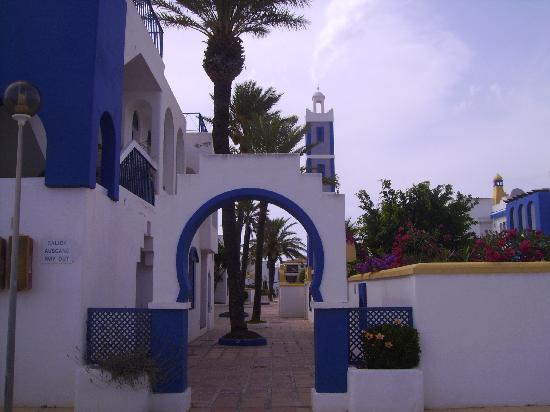 Apartamentos El Minarete: Calle de los apartamentos
