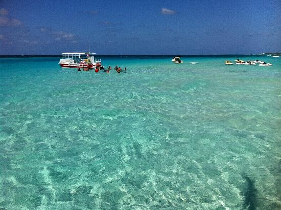 Caribbean Club : Cannot have more perfect water