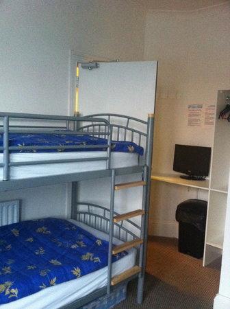 Kandi Lodge: room
