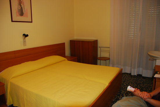 Hotel Santa Lucia: Standard double room with shared bathroom