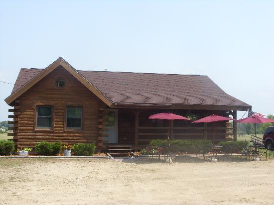 "Poynette, WI: Outside view of ""Otter's Lake Wisconsin Country Store"" Cute!"