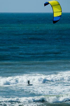 Beach Hut Bed and Breakfast: Kite Surfing along the Shoreline