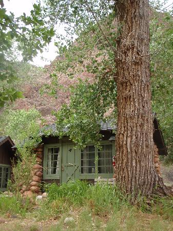 Phantom Ranch : Cabins by the creek