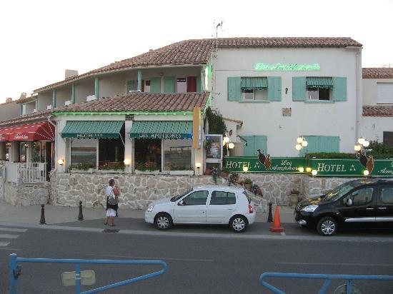 Hotel Les Amphores : L'Hôtel vu de la plage