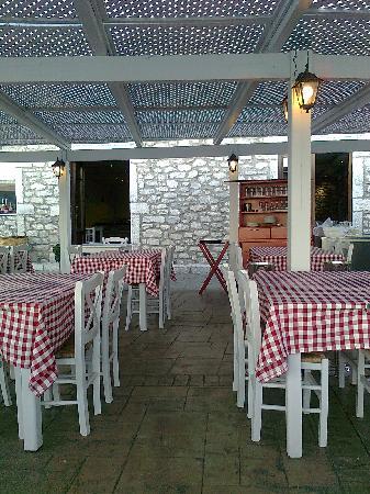 Hotel Itilo: Summer Restaurant of Hotel Oitylo