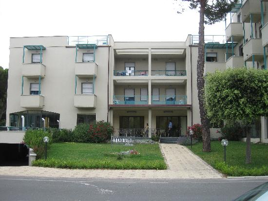 Hotel Flora: FRONTE HOTEL