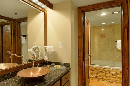 Silver King Hotel: Bathroom