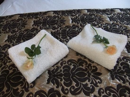 Riad l'Etoile d'Orient : Fresh flowers and fresh towels