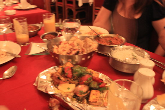 Taj Mahal: Grilled chicken dish was huge - careful not to over order