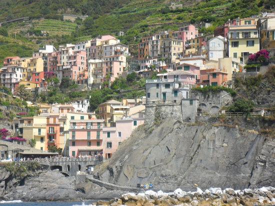 Riomaggiore, Italy: Manarola from boat