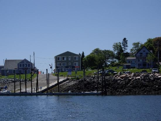 Cohill's Inn: Cohill's from the Eastport Ferryboat