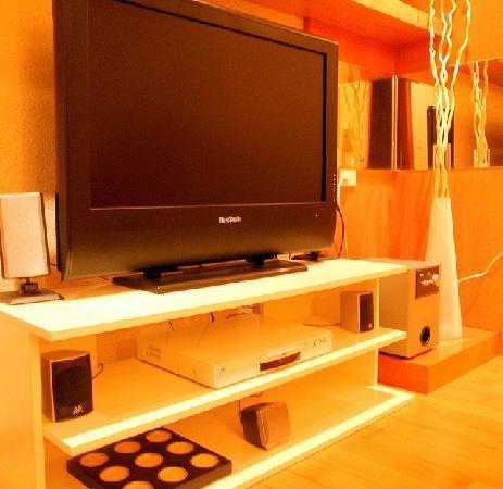 Sweet House No.12: 大液晶電視和家庭劇院音響!!!!