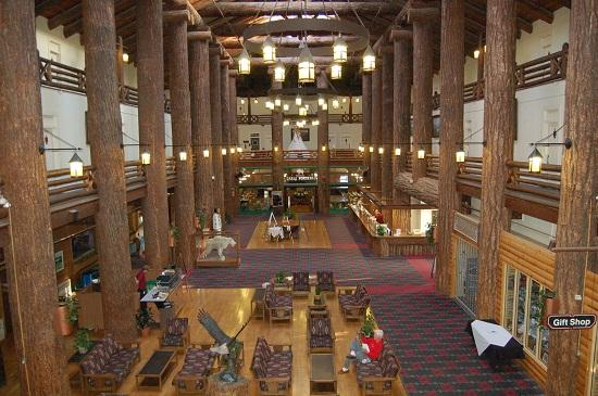 Glacier Park Lodge : Main lobby