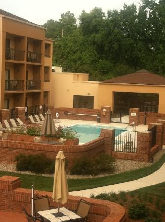 Courtyard Raleigh Cary: Pool