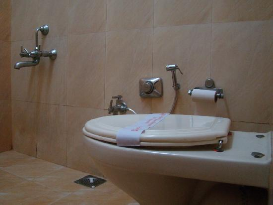 The Emerald: Bathroom interior