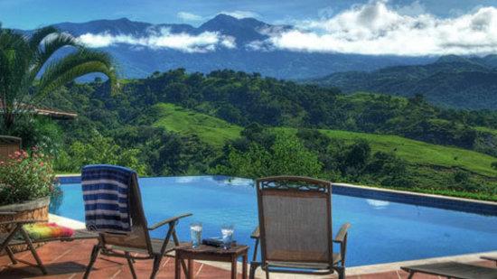Rancho de Caldera Eco-Resort & Hotel: Rancho's solar powered chlorine free pool
