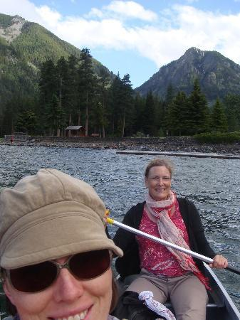 Bronze Antler Bed & Breakfast: Canoe rental at nearby Wallowa Lake