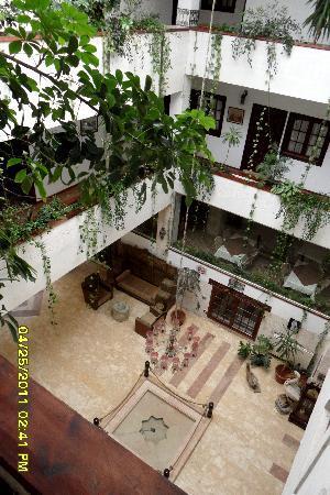 Orient House : Atrium
