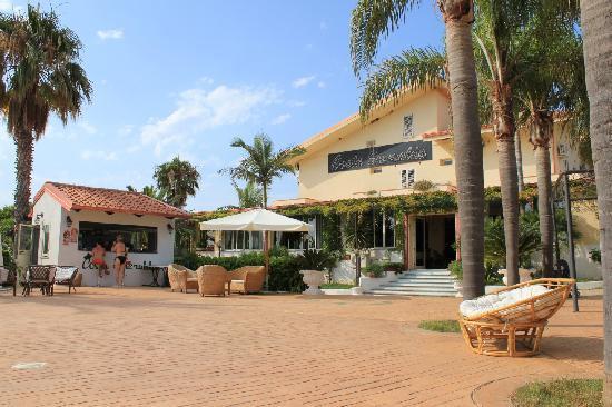 La Costa Smeralda: hotel + bar