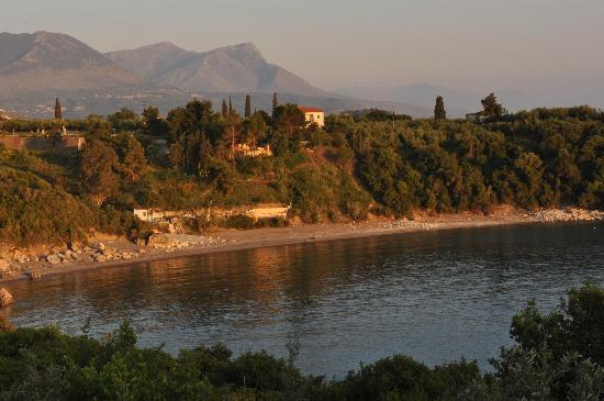 Katikies Manis: the beach near the villa