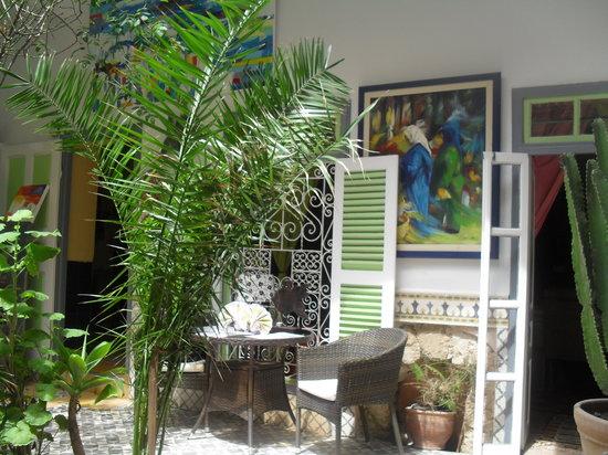 Caravane Cafe: agréable patio