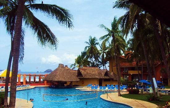 Holiday Inn Resort Ixtapa : Súper alberca
