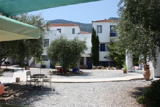 Kyfanta Hotel: garden