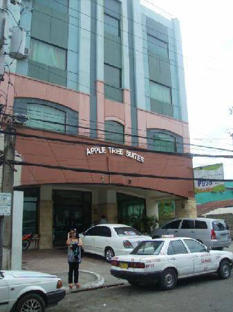 Apple Tree Suites Cebu: Front of Apple Tree Suites