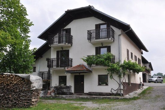 Hudičevec Tourist Farm: Our room is in the middle left with balcony.