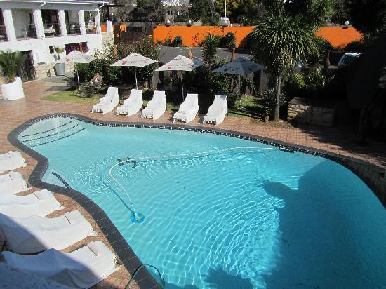 Africa Centre Airport Leisure Hotel & Guest Lodge: piscina