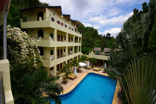Sabai Mansion: rooms, pool and garden