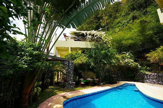 Sabai Mansion: Pool , garden and jacuzzi